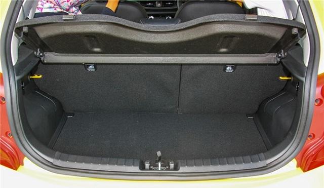 Khoang hành lý rộng rãi, với sức chứa lớn so với các xe cùng phân khúc